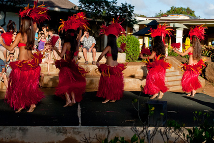 Hula dancers in Poipu (Kauai)